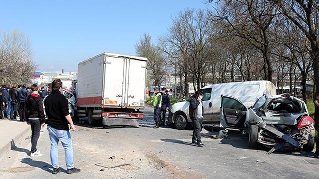 Tekirdağda freni boşan kamyonet 5 araca çarptı: 2 yaralı