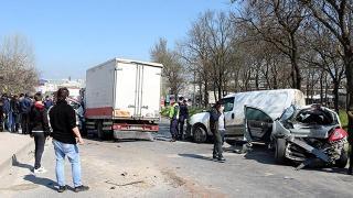 Tekirdağ'da freni boşan kamyonet 5 araca çarptı: 2 yaralı