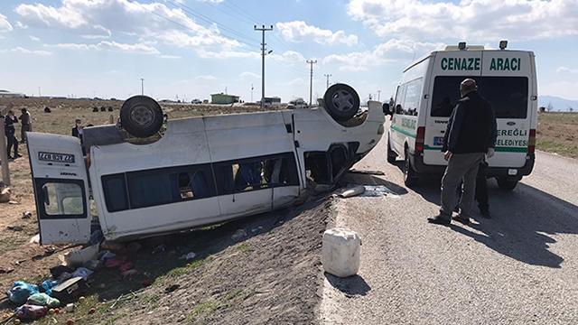 Konyada işçileri taşıyan minibüs takla attı: 2 ölü, 6 yaralı