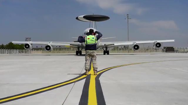 Türk savaş uçakları ile NATOnun AWACS uçakları ortak eğitim yaptı