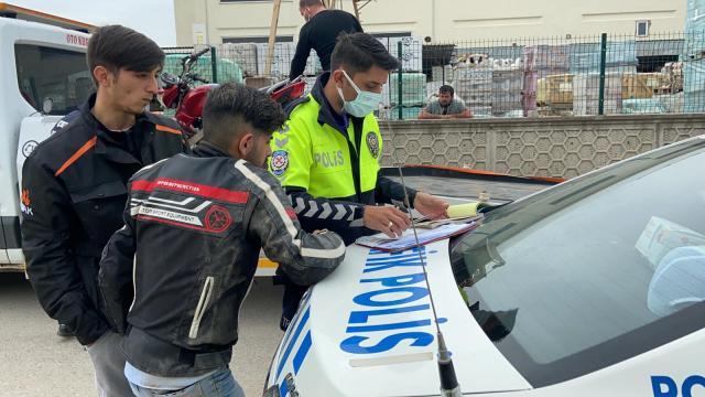 Kısıtlamada ehliyetsiz motosiklet sürücüsüne 6 bin TL ceza kesildi