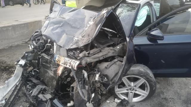 İstanbulda otomobille minibüs çarpıştı: 1 ölü, 5 yaralı