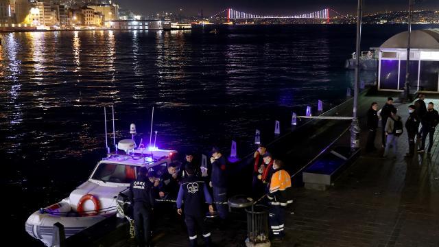 Fatihte bir kişi denizde boğularak yaşamını yitirdi
