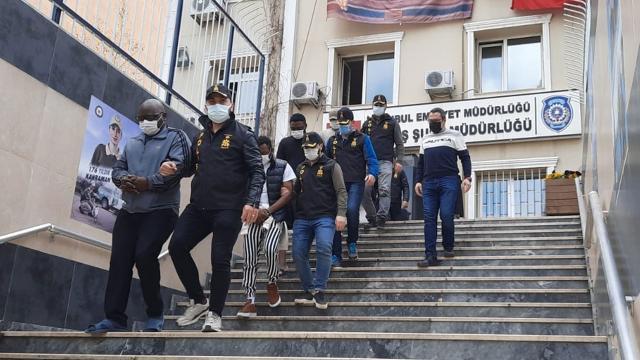 İstanbulda sahte altınla dolandırıcılık: 9 gözaltı