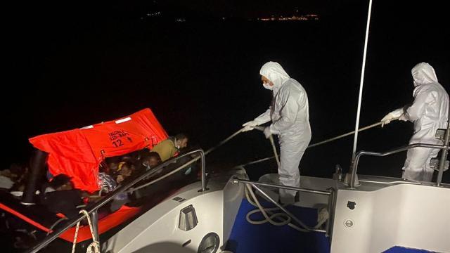 İzmir ve Aydın açıklarında 64 düzensiz göçmen kurtarıldı
