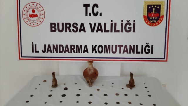 Bursada tarihi eser niteliğinde 11 obje ile 52 sikke ele geçirildi
