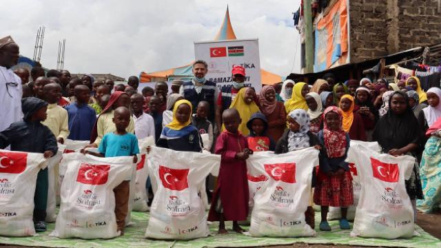TİKAdan Kenyada gıda ve hijyen malzemesi yardımı