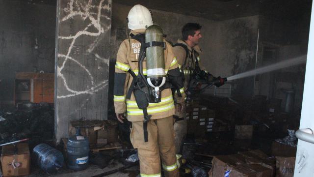 İzmirde bir depoda yangın çıktı