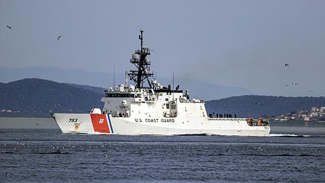 ABD donanmasına ait gemi İstanbul Boğazından geçti