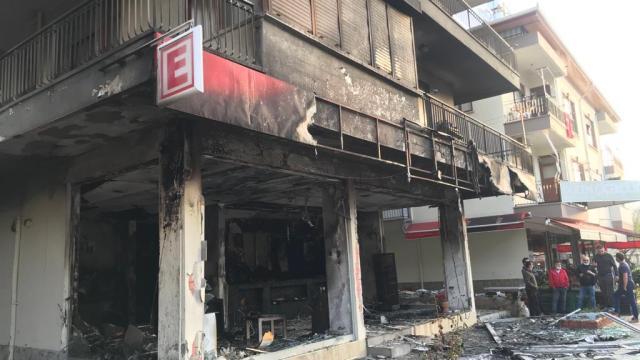 Antalyada bir eczanede yangın çıktı