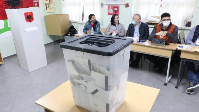 Arnavutluktaki genel seçimde oy kullanma sona erdi