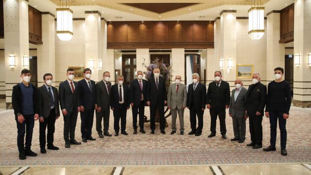 Cumhurbaşkanı Erdoğan, esnafla iftar yaptı
