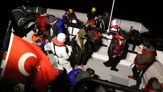 Yunanistan geri itti, 52 düzensiz göçmeni Türkiye kurtardı