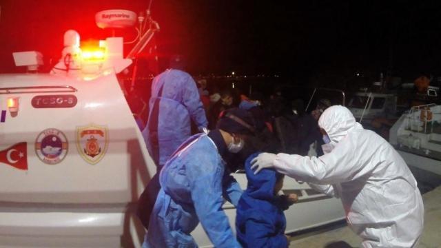 Balıkesir açıklarında Türk kara sularına geri itilen 61 sığınmacı kurtarıldı