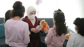 Emine Erdoğan'dan sevgi evindeki çocuklara ziyaret