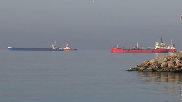 İstanbul Boğazında arızalanan gemi Ahırkapıya çekildi