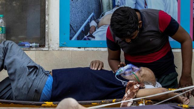 Hindistanda 2 rekor birden: Günlük en yüksek vaka ve can kaybı