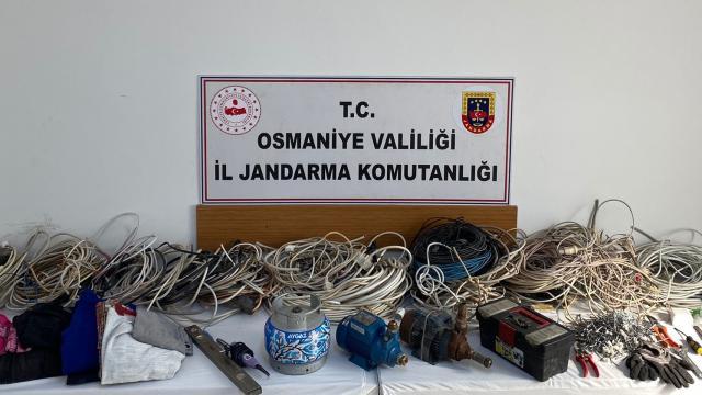 Osmaniyede hırsızlık iddiasıyla yakalanan 5 zanlıdan 3ü tutuklandı