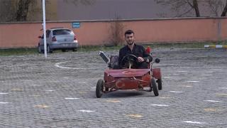 Van'da lise öğrencisi hurda malzemelerden araç yaptı