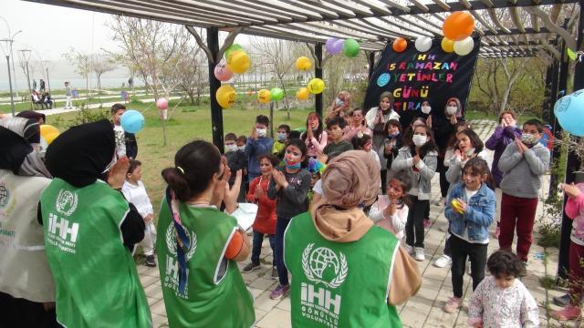 Bitlis İHH İnsani Yardım Derneği gönüllüleri ramazanda yetimleri unutmadı