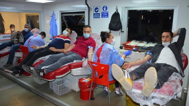 Batmanda öğretmenlerden kan bağışı kampanyasına destek