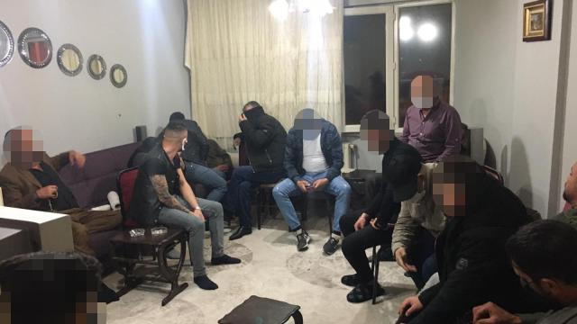 Sivasta Covid-19 tedbirlerini ihlal edip kumar oynayan 20 kişiye 60 bin 407 lira ceza verildi