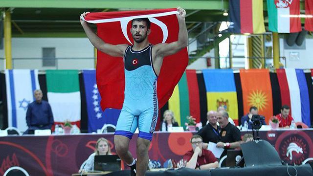 Milli güreşçi Murat Fırattan bronz madalya