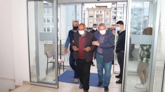 Orduda Covid-19 aşısı yapılacak 67 yaşındaki görme engelli vatandaşa kaymakam araç tahsis etti