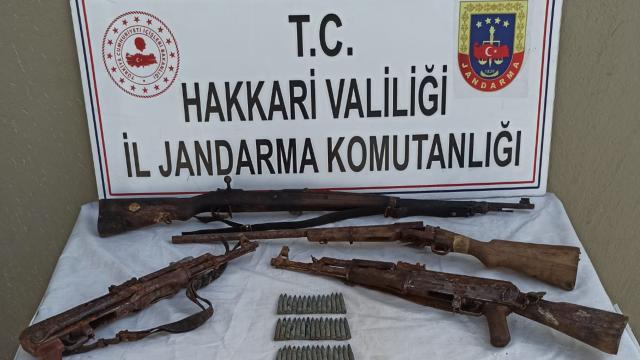 Hakkaride teröristlerce kullanılan silah ve mühimmat ele geçirildi