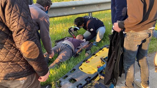 Bursada otomobil elektrikli bisiklete çarptı, baba oğul yaralandı
