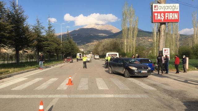 Ispartada üç aracın karıştığı kazada 3 kişi yaralandı