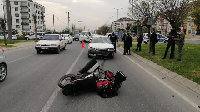Tekirdağda otomobilin çarptığı motosikletteki baba oğul yaralandı