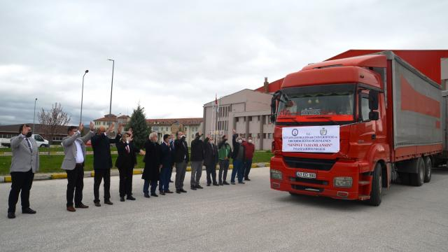 Kütahyada üniversite-STK iş birliğiyle toplanan ev eşyası, giysi ve gıda malzemeleri Suriyeye gönderildi