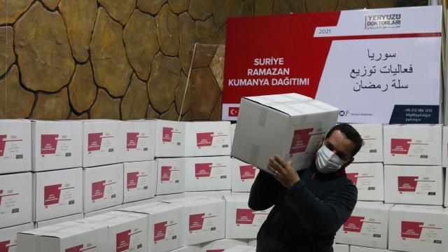 Yeryüzü Doktorları Derneği ramazanda Suriyede 700 aileye gıda yardımı yaptı