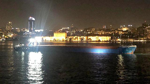 Yük gemisi İstanbul Boğazında makine arızası yaptı