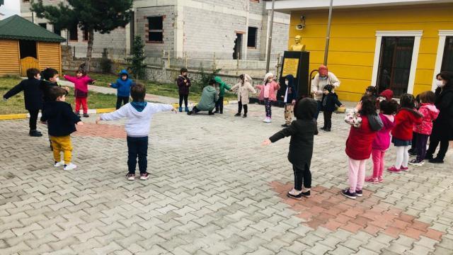 Safranboluda anaokulu öğrencileri unutulmaya yüz tutmuş geleneksel oyunları öğreniyor