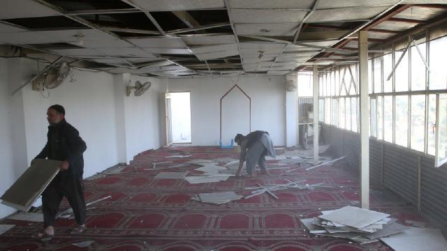 Afganistanda camiye bombalı saldırı: 1 ölü