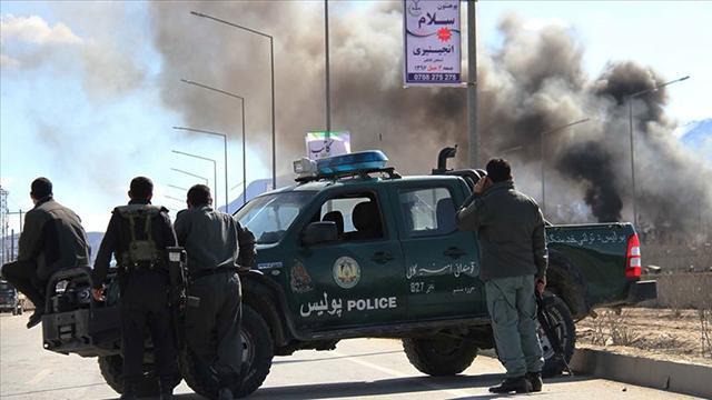 Afganistanda polis aracına bombalı saldırı: 3 ölü
