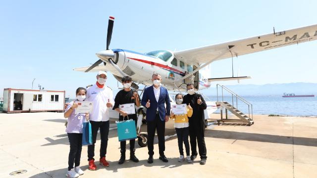 Çocuklar İzmit Körfezini deniz uçağıyla gezdiler