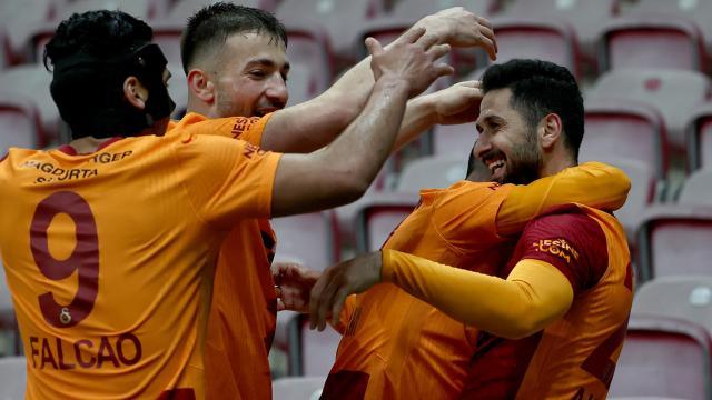 Galatasaray son dakikada zirveye tutundu