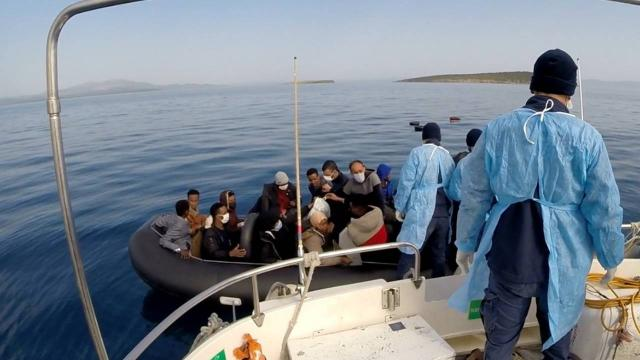 Balıkesirde 63 düzensiz göçmen kurtarıldı