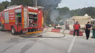 Sakarya'da bir kamyonet seyir halindeyken yandı