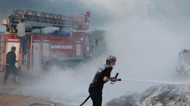 Çanakkalede depo yangını