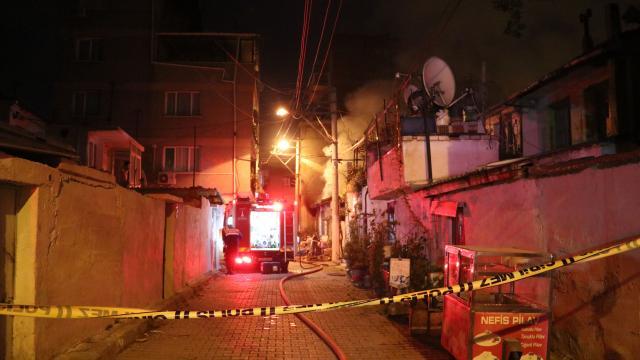 İzmirde müstakil evde yangın çıktı: 1 yaralı