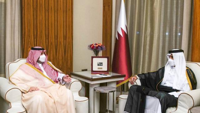 Katar Emiri Temim ile Suudi Arabistan Devlet Bakanı görüştü