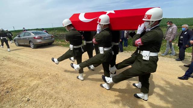 Kazada hayatını kaybeden Kıbrıs gazisi, askeri törenle toprağa verildi