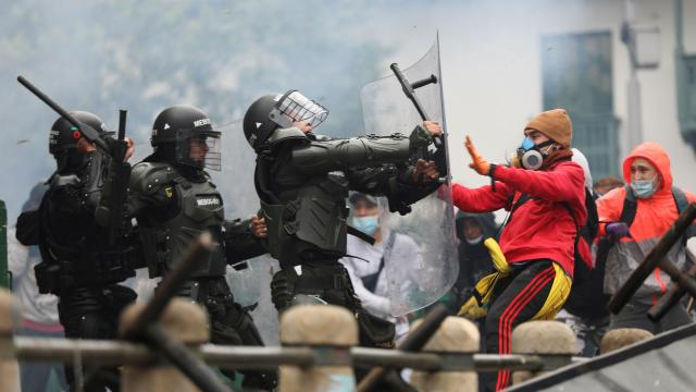 Kolombiyada yeni vergi reformu protestosu: 43 yaralı