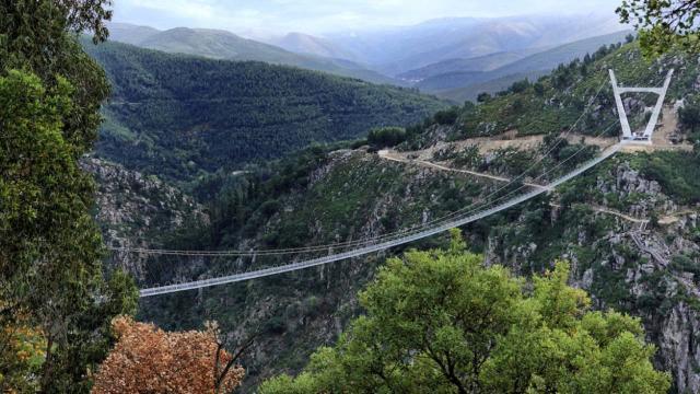 Dünyanın en uzun yaya asma köprüsü Portekizde açılıyor