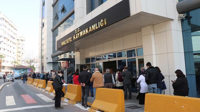 """İstanbulda tam kapanma öncesi """"seyahat izin belgesi"""" kuyruğu"""
