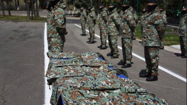 MSB, Kuzey Makedonya ordusuna tanıtım amaçlı 7 bin 400 üniforma ve tank çekicisi teslim etti